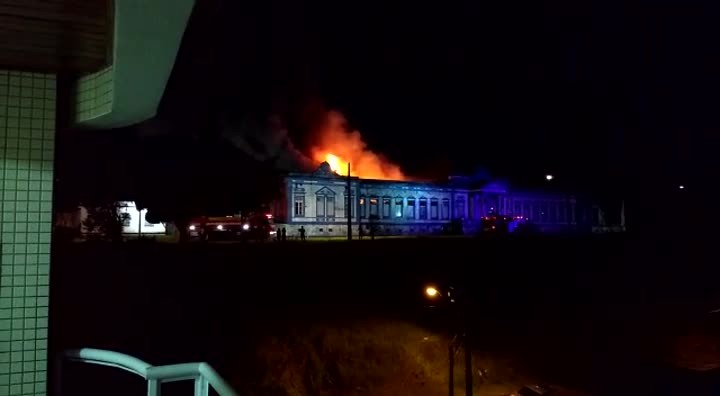 Bombeiros controlam incêndio no Hospital da Caridade em São Francisco do Sul