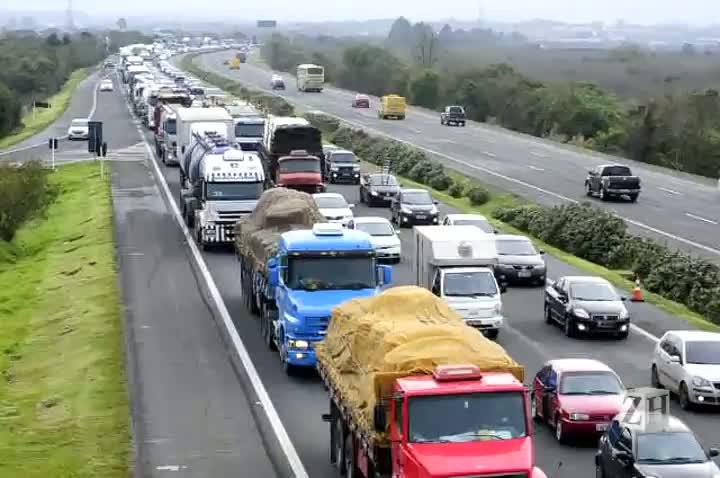 Acidente causa lentidão na freeway