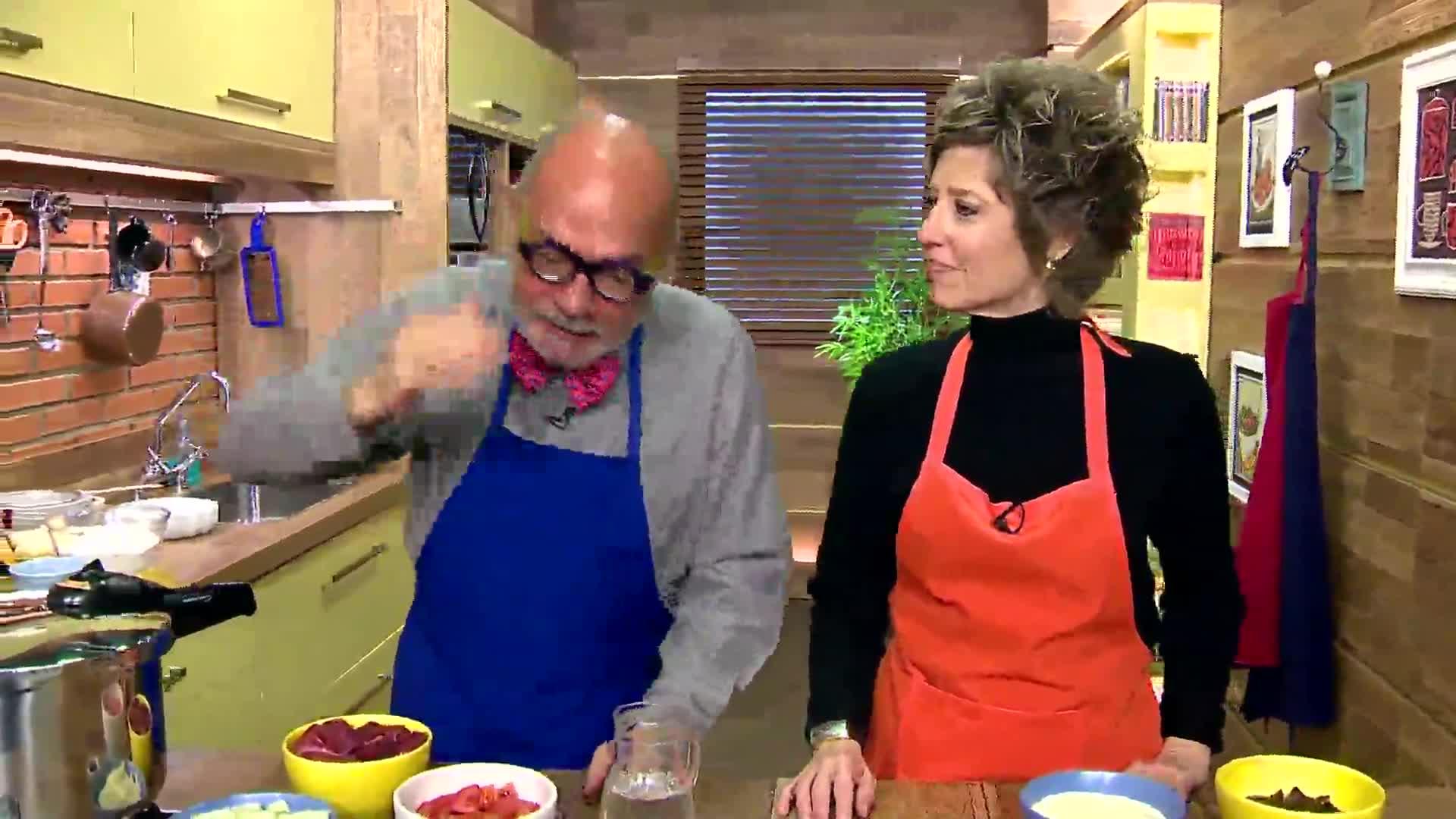 Anonymus Gourmet - Nhoque e duas opções de molho: espinafre com ricota e moranga com aipim - 09/09/2013