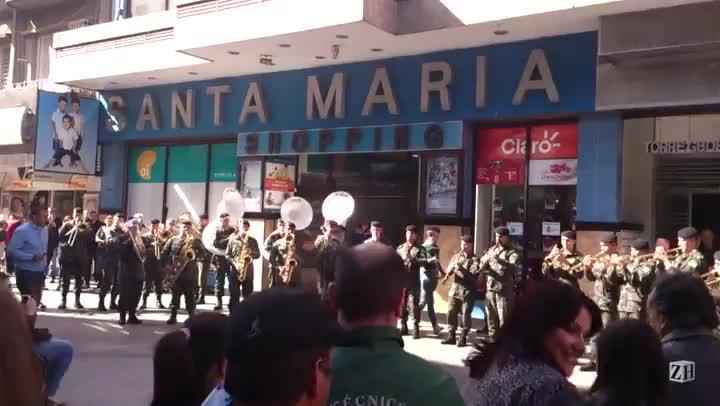 Banda do Exército de Santa Maria toca Anitta