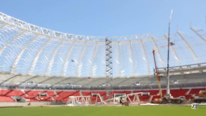 De dentro do Beira-Rio, presidente da comissão de obras apresenta os novos setores do estádio