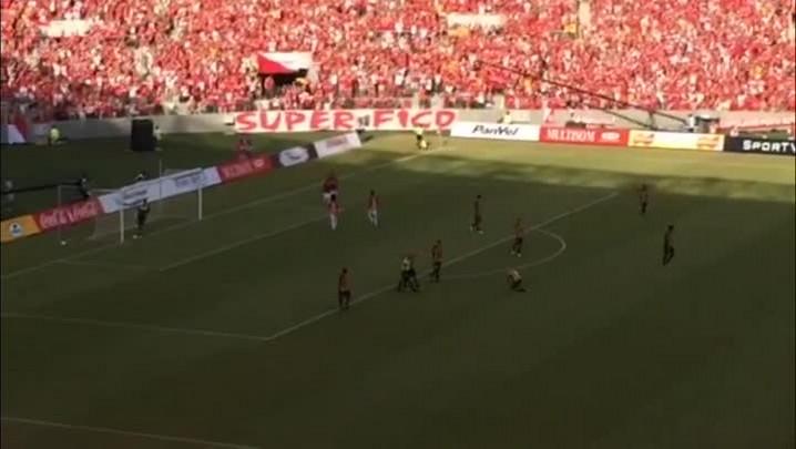Veja o segundo gol do Inter contra o Peñarol, no novo Beira-Rio - 06/04/2014