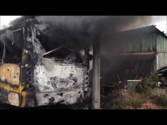 Ônibus é incendiado na zona Sul de Joinville