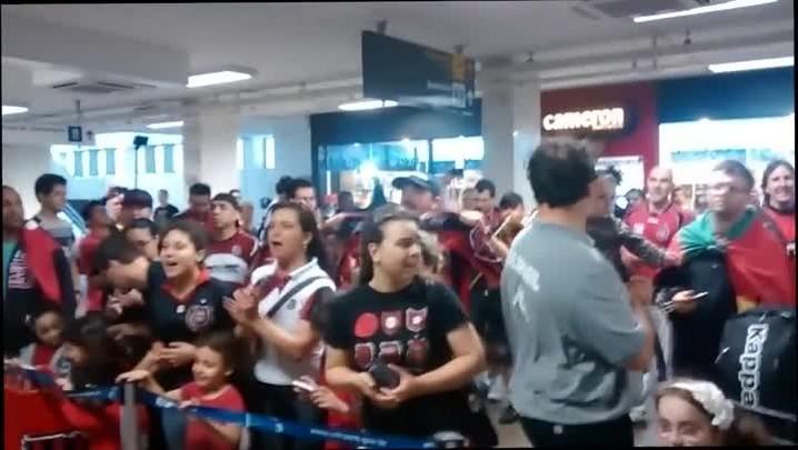 Torcida Xavante recebe time no aeroporto Salgado Filho