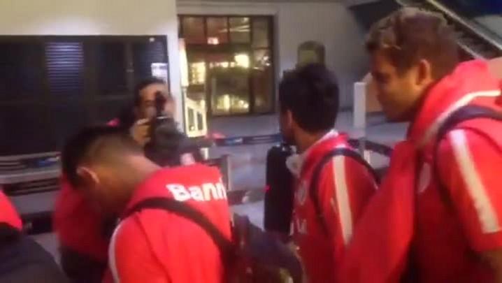 Jogadores do Inter soltam a voz na chegada a Porto Alegre
