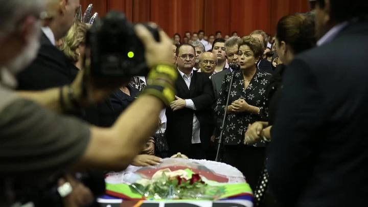 "\""Presença de Dilma Rousseff dá dimensão nacional à despedida de Luiz Henrique\"""
