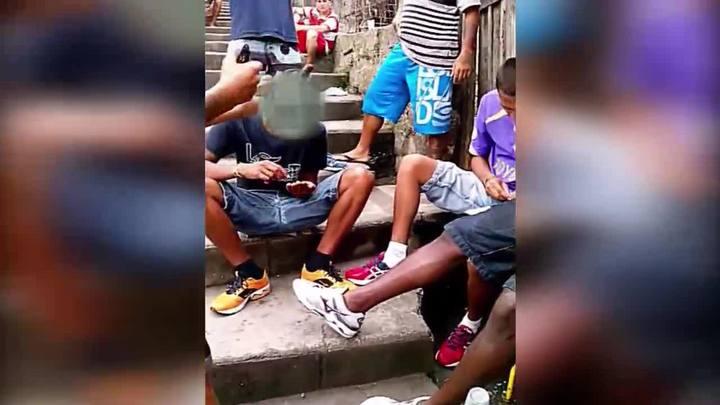 Imagens divulgadas pela polícia mostram ação de traficantes no Morro do Mocotó, em Florianópolis