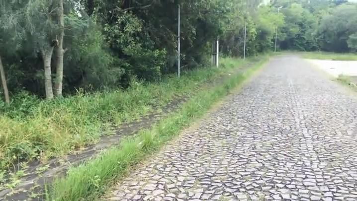 Os dois lados da Estrada do Perau