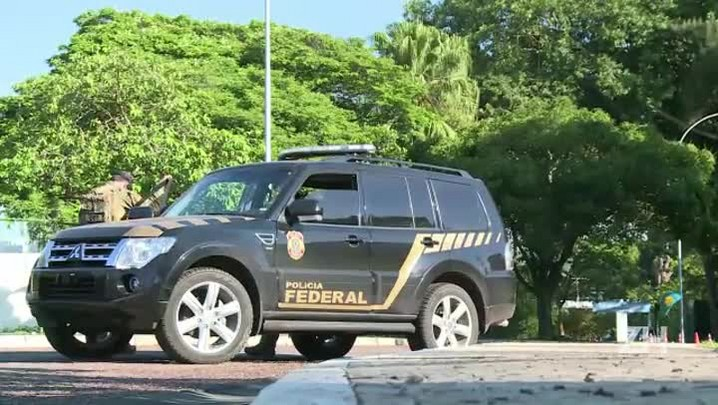 Polícia faz buscas na casa de Eduardo Cunha