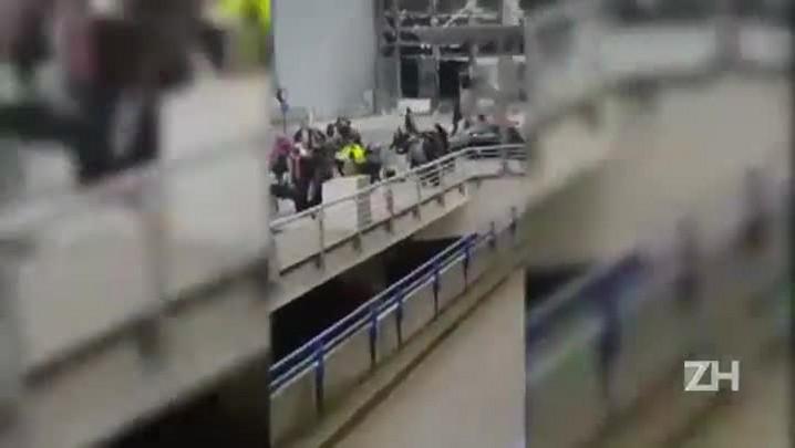 Correria após explosões no aeroporto de Bruxelas