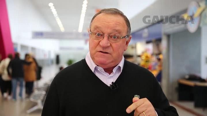 Pedro Ernesto Denardin fala sobre situação do Grêmio antes do embarque para Porto Alegre
