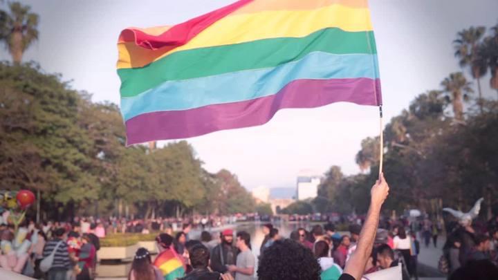 Parada LGBT reúne milhares na Redenção