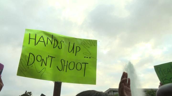 Charlotte decreta emergência após segunda noite de protestos