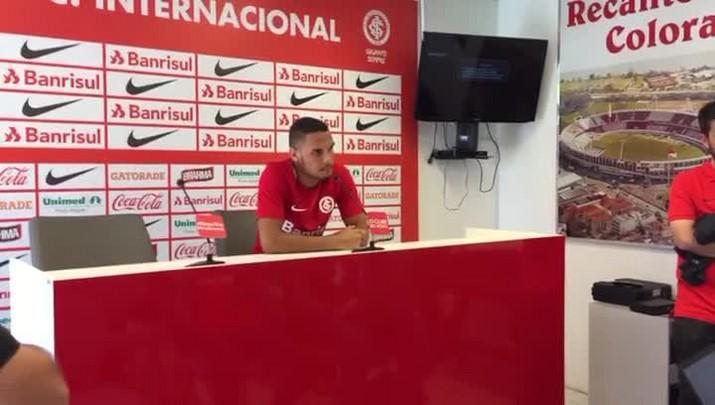 Neris é apresentado pelo Inter