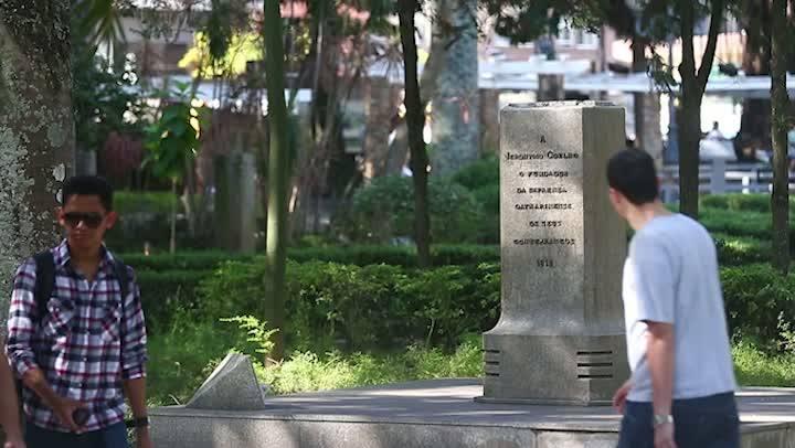 Bustos da Praça XV foram roubados