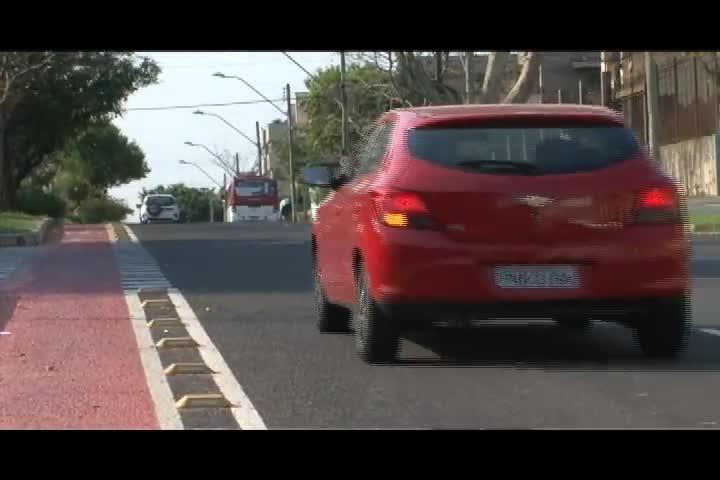 Carros e Motos - Vale a pena fazer plotagem no carro? - Bloco 1 - 06/10/2013