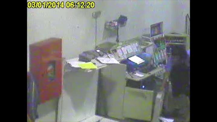 Suspeito de matar taxista em Porto Alegre aparece em imagens das câmeras de segurança. 04/01/2013