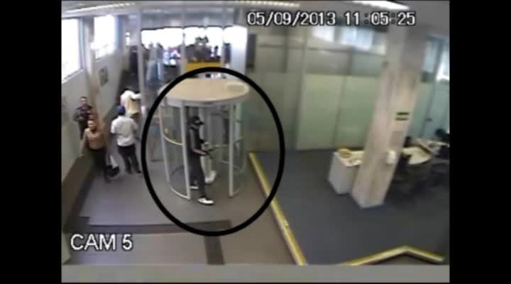 Imagens mostram como agiu bando que furtou R$ 300 mil de agência bancária em Santa Maria