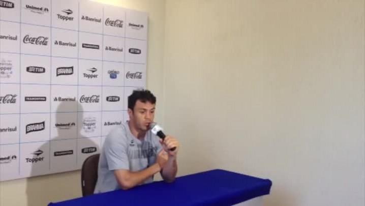 Kleber fala sobre novo esquema de jogo e especulações sobre sua saída do Grêmio. 19/01/2014