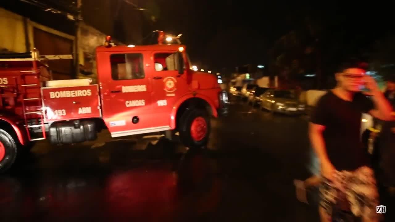 Incêndio destrói depósito de autopeças, em Canoas