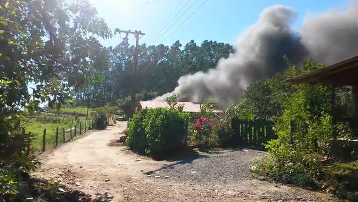 Incêndio destrói quatro casas em Guaramirim