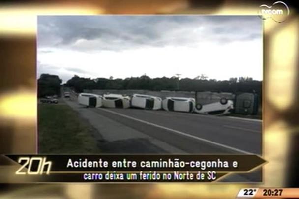 TVCOM 20 Horas - Acidente entre caminhão-cegonha e carro deixa um ferido no Norte de SC - 19.05.15