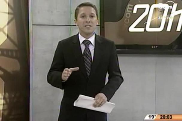 TVCOM 20 Horas - Lar Legal entrega 900 escrituras para proprietários de baixa renda, em São Francisco do Sul - 07.07.15