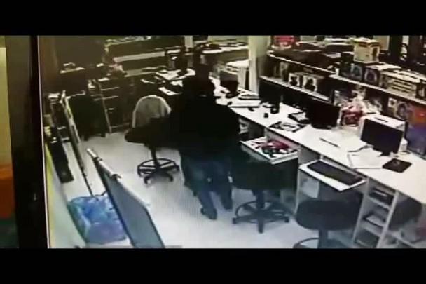 Dupla armada assalta loja no centro de São Sepé