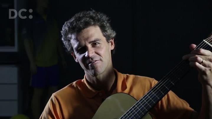 Guga Kuerten toca Dazaranha no violão