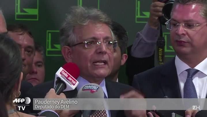 Oposição condena nomeação de Lula