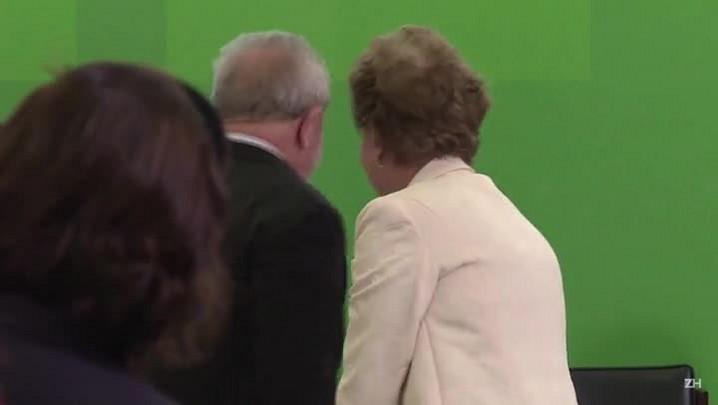Dilma empossa Lula em meio a protestos