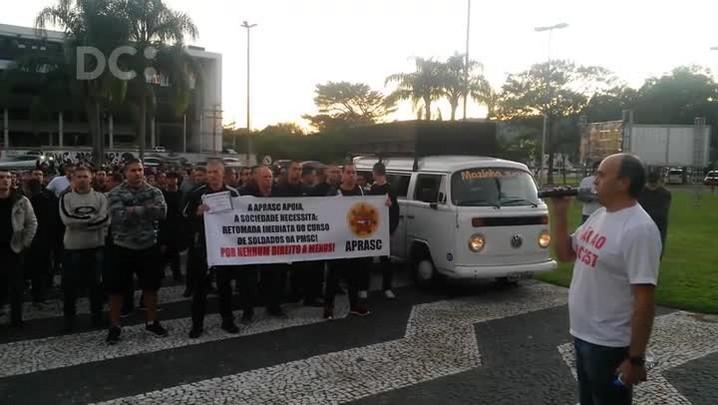 Em protesto, APRASC exige a retomada do curso de soldados da PMSC