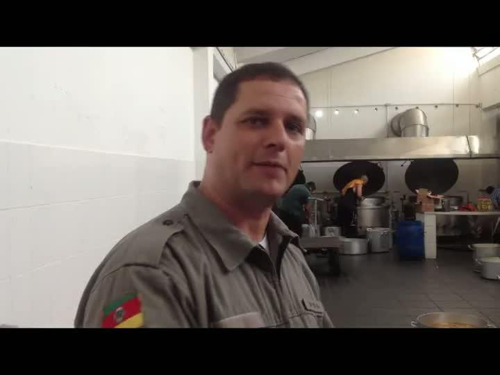 Confira detalhes de como são feitas as refeições no Presídio Central. 18/12/2012