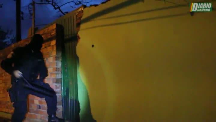 VÍDEO: cenas da operação policial que prendeu onze pessoas na Região Metropolitana