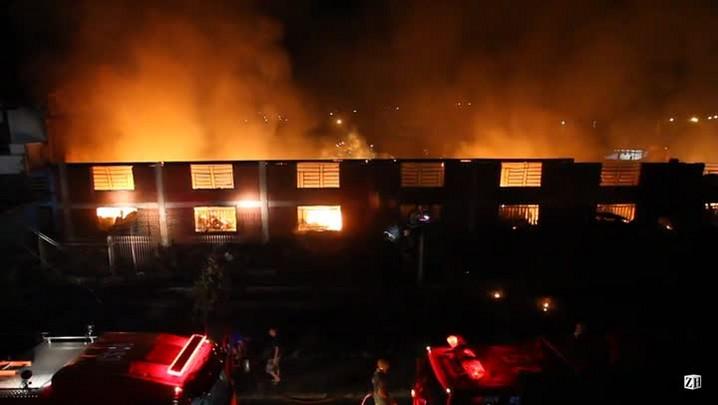 Incêndio atinge depósito em Sapiranga