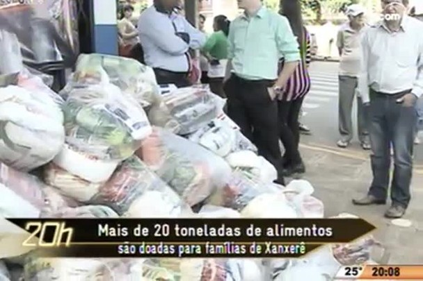 TVCOM 20 Horas - Mais de 20 toneladas de alimentos são doadas para famílias de Xanxerê - 01.05.15