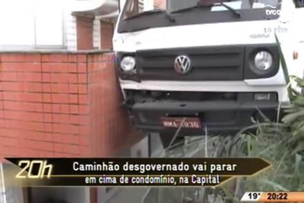TVCOM 20 Horas - Caminhão desgovernado vai parar em cima de condomínio, na Capital - 11.06.15