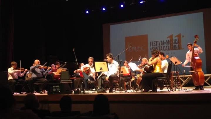 Orquestra acadêmica da Udesc durante a abertura do 11° Festival de Música de Santa Catarina