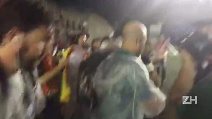 Em despedida do Inter, D\'Ale se emociona com festa da torcida