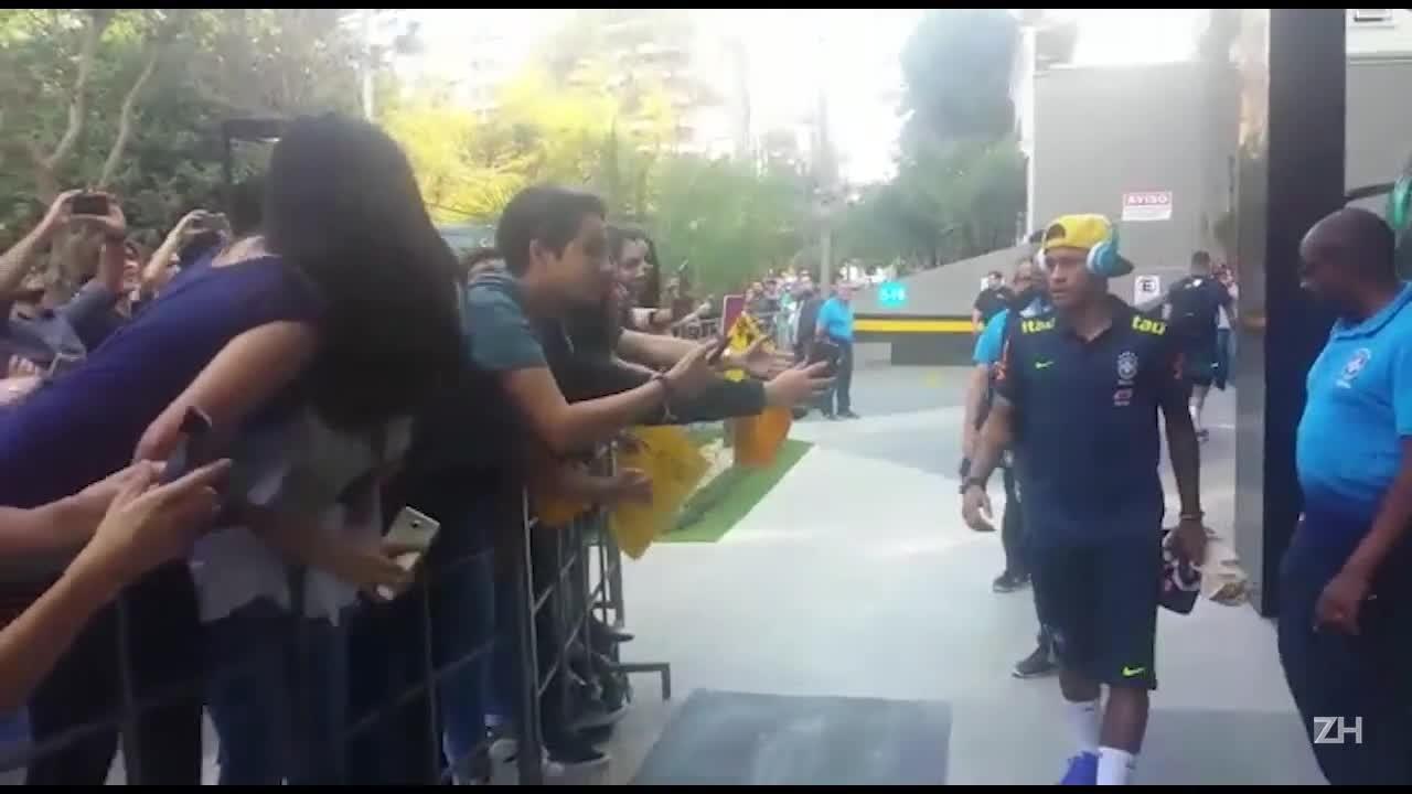 """A reação das \""""Neymarzetes\"""" de Porto Alegre no encontro com o ídolo"""