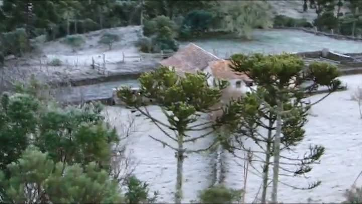 Geada deixa São Joaquim, na Serra de SC, coberta por branco
