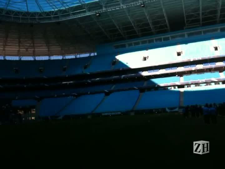 Renato é ovacionado em treino na Arena