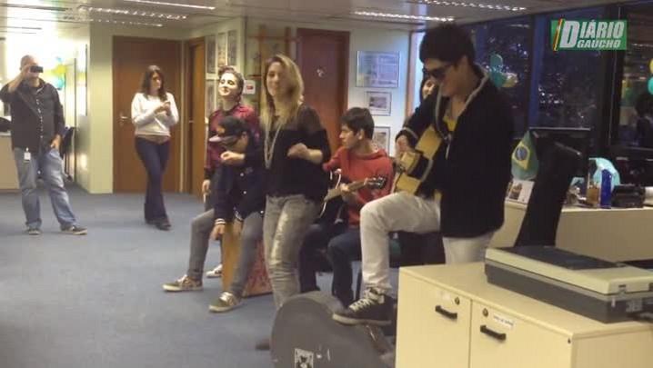 Banda Melody visita a redação do Diário Gaúcho