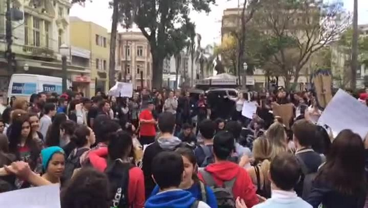 Estudantes de Caxias do Sul protestam contra parcelamentos