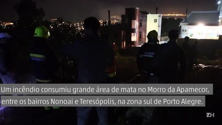 Bombeiros tentam controlar incêndio no Morro da Apamecor