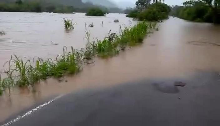 ERS-419, em Faxinal do Soturno, foi inundada pela água e está bloqueada