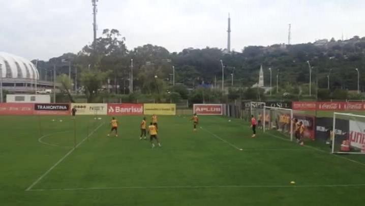 Argel comanda treino de bola parada defensiva