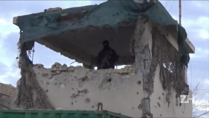Ataque talibã contra aeroporto deixa 37 mortos no Afeganistão