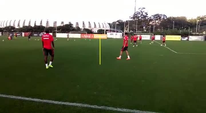 Fabinho é improvisado como lateral em treino do Inter