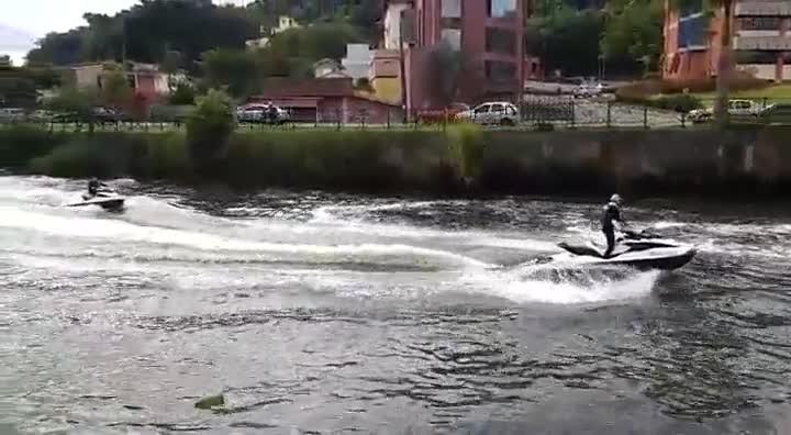Passeio de jet ski no rio Cachoeira em Joinville